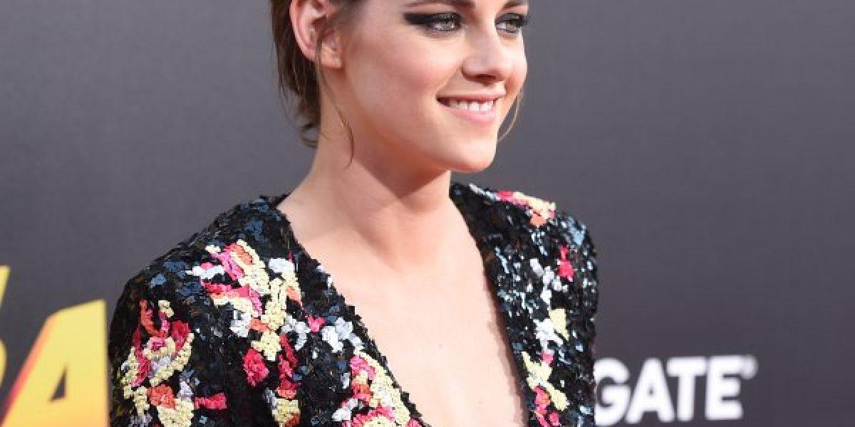 Escotada y sonriente: Kristen Stewart sorprendió en la premiere de su nueva película