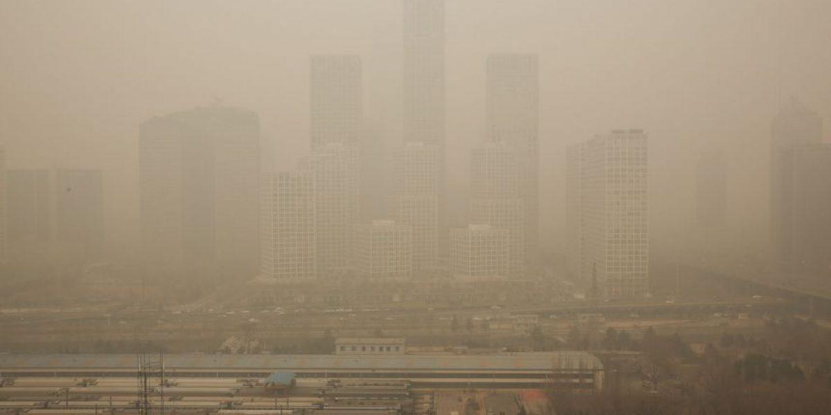 Estudio: Respirar en Beijing es igual a fumar 40 cigarros diarios