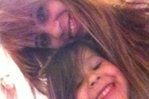 6. Ella publicó una foto con su hijo y detrás de ellos se observa un rostro. Foto:Vía Instagram. Imagen Por: