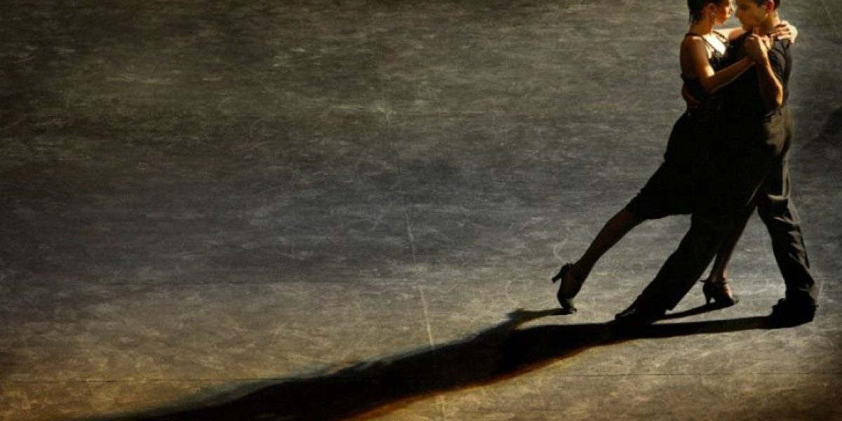 Bailarines de tango del mundo compiten en Buenos Aires para ser campeones del 2x4