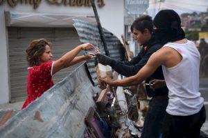 Según información presentada por Maduro las células criminales recibieron apoyo financiero de la Embajada de Estados Unidos. Foto:Getty Images. Imagen Por: