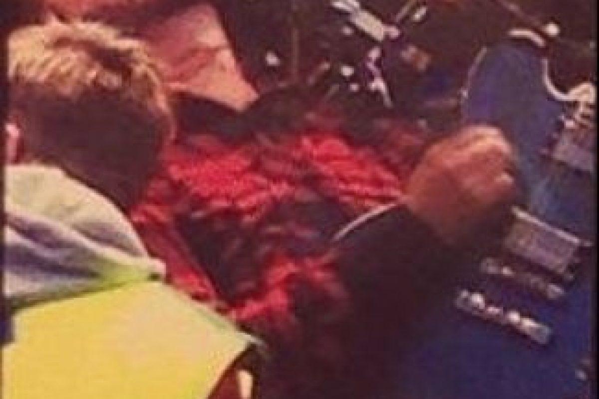 El músico se rompió la pierna mientras tocaba. Foto:vía twitter.com. Imagen Por: