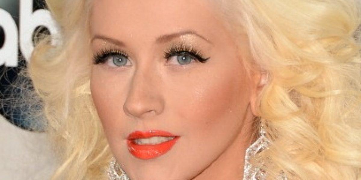 ¿Cirugía o maquillaje?, el rostro de Christina Aguilera genera polémica