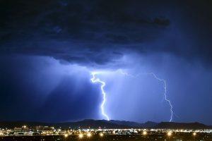 El rayo alcanzó a la aeronave mientras esperando pista en la zona de despegue. Foto:Getty Images. Imagen Por: