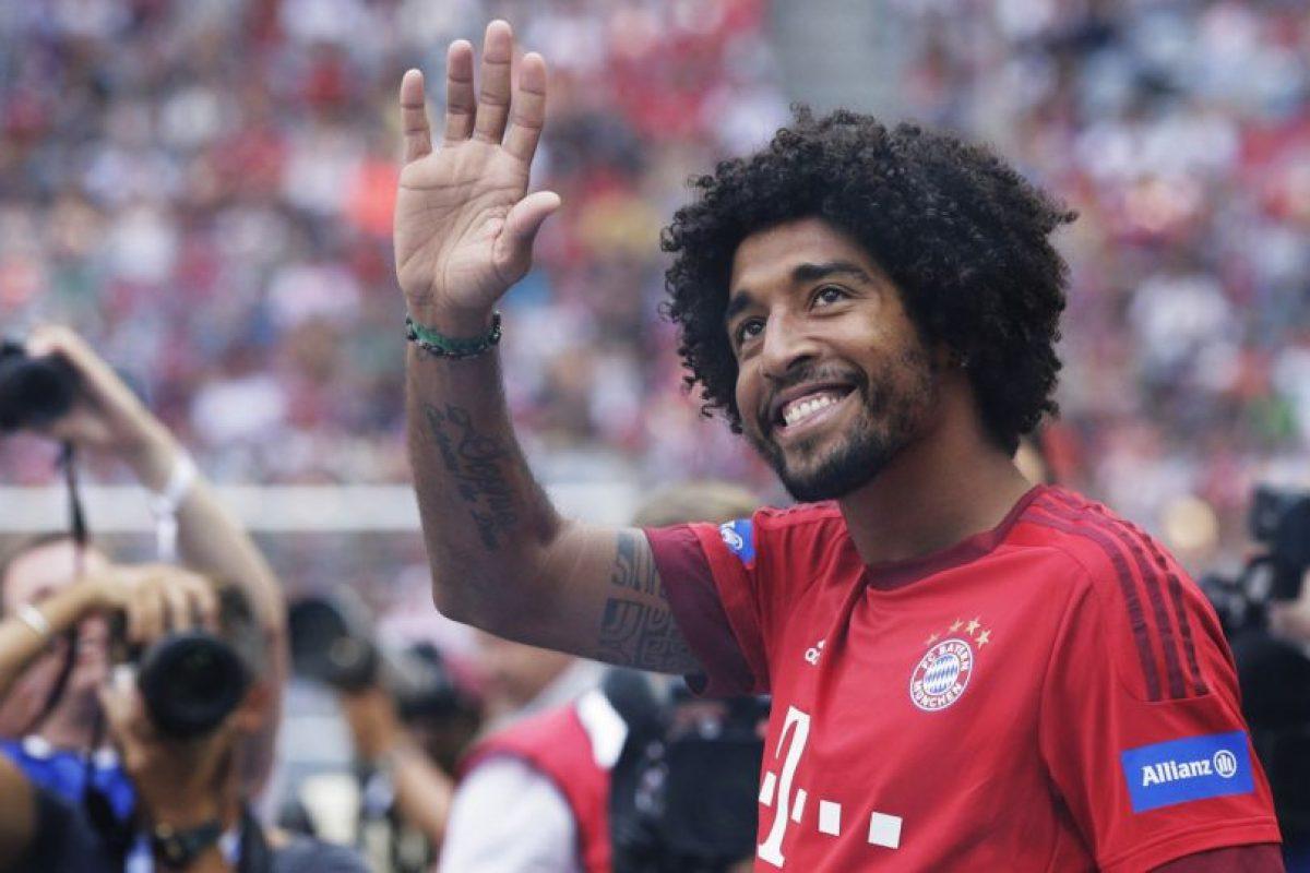Lleva tres años exitosos en el Bayern Munich, aunque en la temporada pasada, el marroquí Mehdi Benatia se hizo de un lugar en el equipo y podría enviar al brasileño esta temporada a la banca. Foto:Getty Images. Imagen Por: