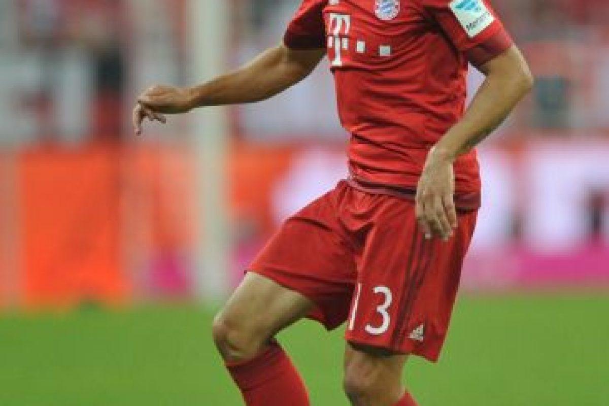 Rafinha (Bayern Munich/Brasil) Cuando Pep Guardiola movió a Philipp Lahm de lateral derecho a mediocampista, el brasileño tuvo oportunidad de jugar y ha sido uno de los recurrentes del esquema del DT español con 41 apariciones en la temporada pasada y en esta va por más. Foto:Getty Images. Imagen Por: