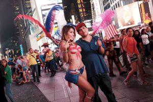 Hace unos días surgió una polémica por las mujeres en Bodypaint que se toman fotos con turistas en Nueva York Foto:Getty Images. Imagen Por: