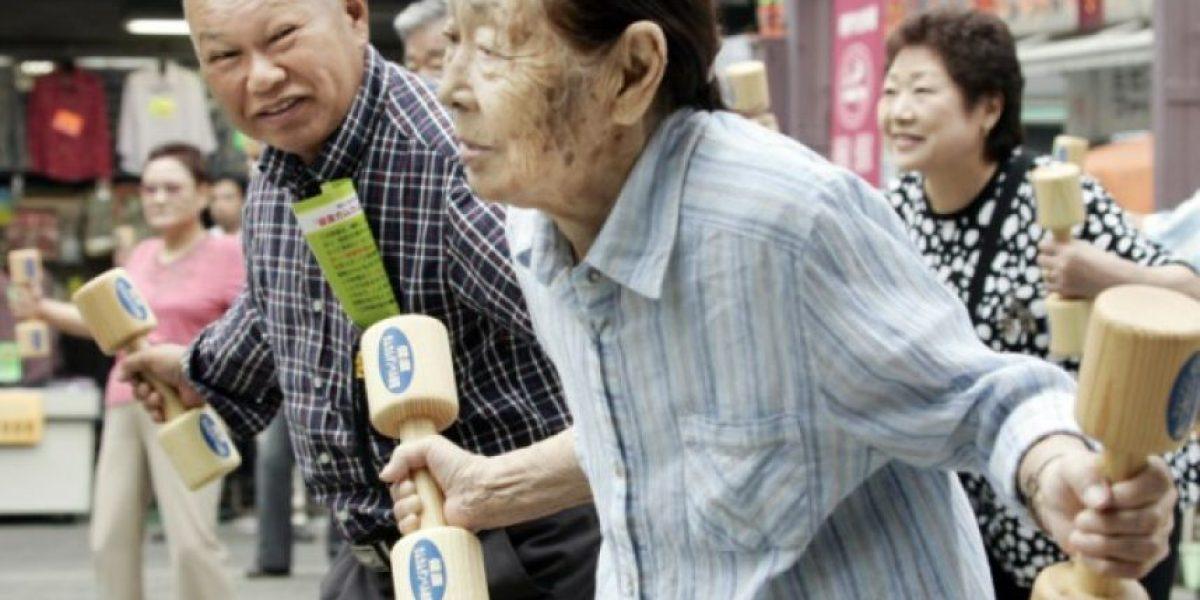 Japón estudia hacer regalos más baratos para unos centenarios cada vez más numerosos