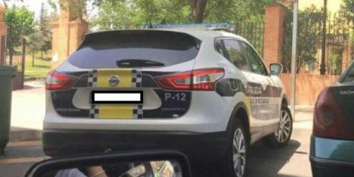 Multa de 800€ en España por difundir foto de coche de polícia mal aparcado