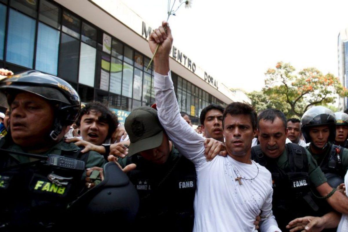 Agregó que dentro de las tareas de estos grupos criminales estaba el asesinato del opositor Leopoldo López. Foto:AP. Imagen Por: