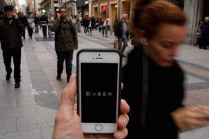 """El pasado 25 de mayo, taxistas concesionados de Ciudad de México se manifestaron en contra de la app por considerar que """"promueve la competencia desleal"""", """"es irregular"""", """"ilegal"""" y """"sus conductores no están capacitados"""". Foto:Getty Images. Imagen Por:"""