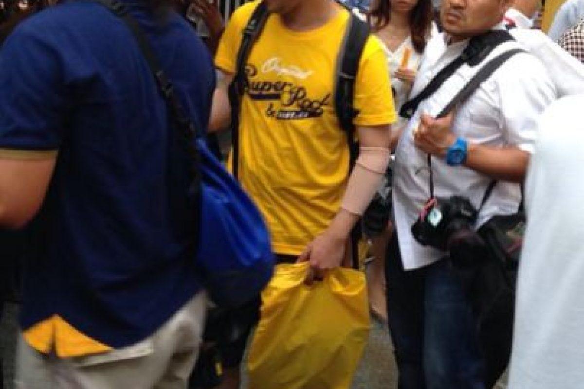 Enviaron a una persona vestida de la misma forma que el sospechoso de los atentados Foto:Twitter.com/BoyOfHeaven. Imagen Por: