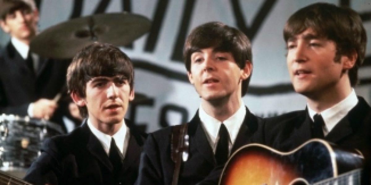 Subastan el primer contrato discográfico de los Beatles