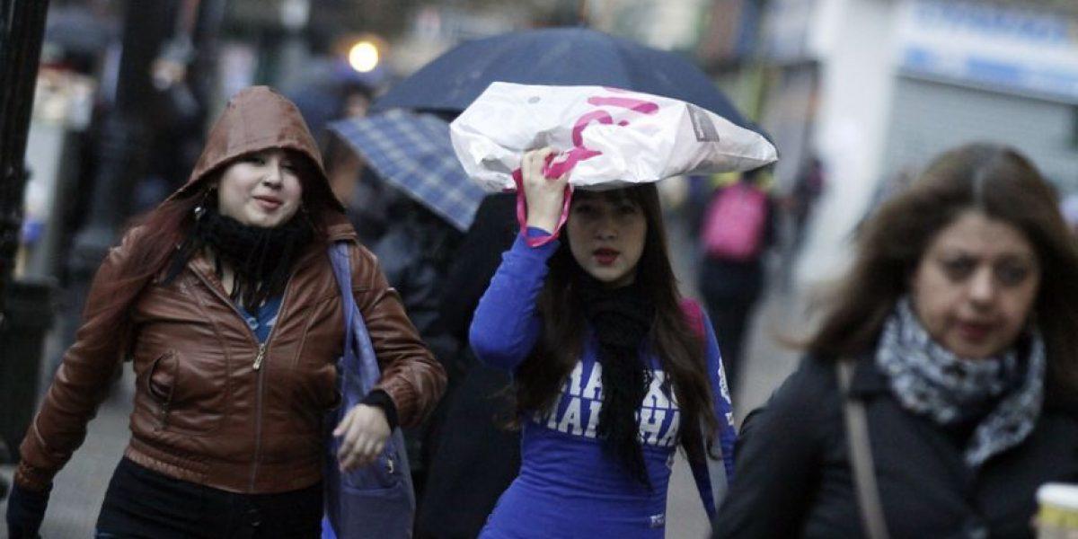 ¿Salir con paraguas? Anuncian lluvias para la noche de este viernes