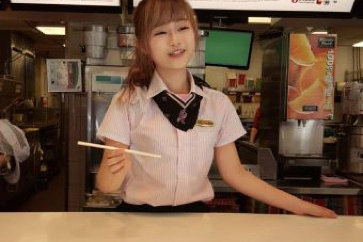 """La llamada """"diosa de McDonald's"""" tiene otra mujer muy importante para ella además de su novia: su mamá. Foto:Vía raindog.pixnet. Imagen Por:"""