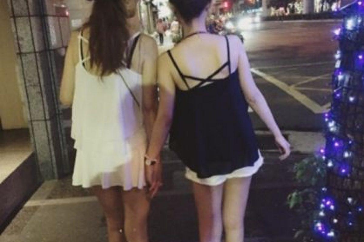 Así suelen caminar por las calles, tomadas de la mano. Foto:Vía Instagram/@pppig. Imagen Por: