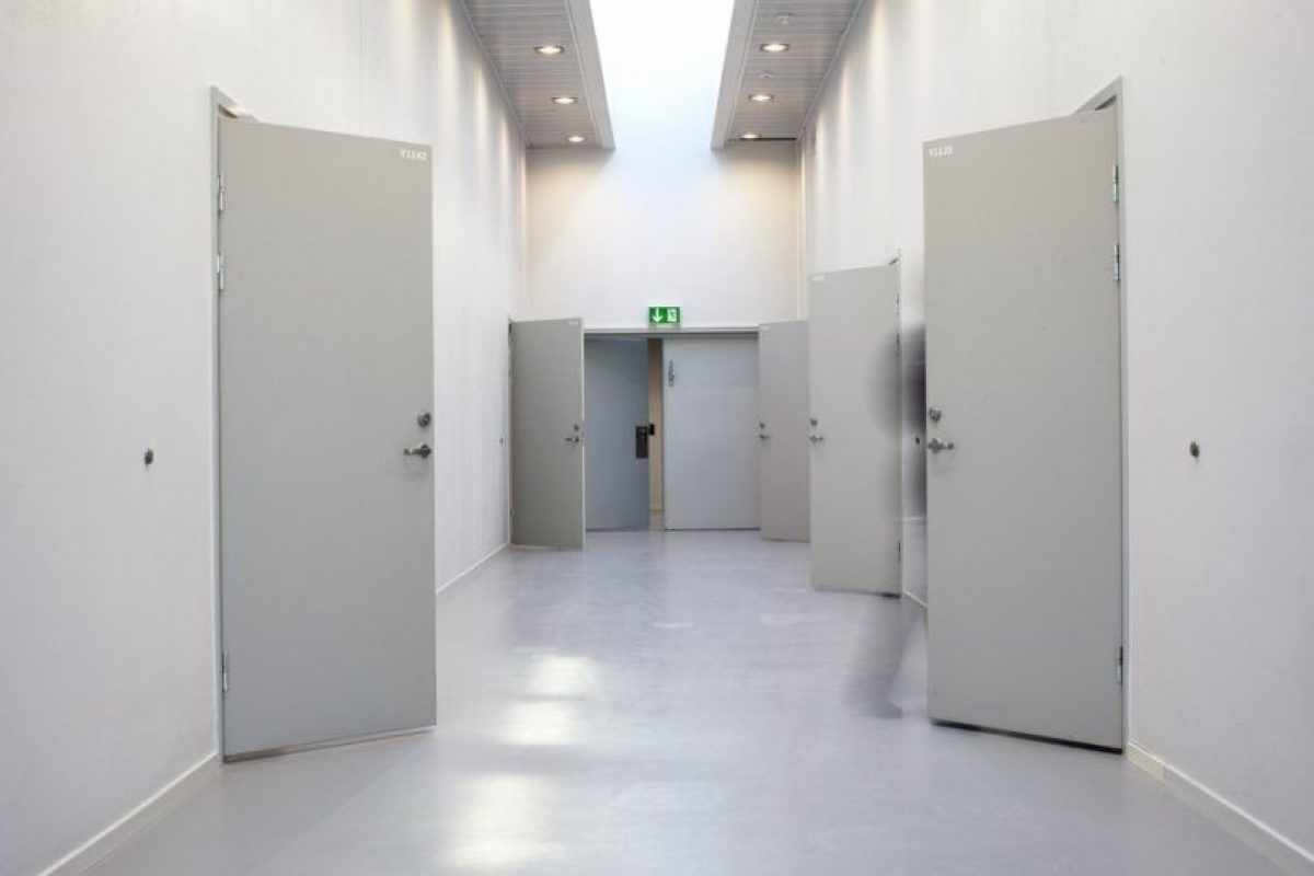 Tiene televisiones, refrigeradores, celdas amuebladas Foto:Vía haldenfengsel.no/wp/. Imagen Por: