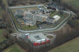 Tras una serie de disturbios y de sobrecupo, se destinaron 40 millones de euros para construir una nueva área, en la que cada preso tuviera su propia celda Foto:swissinfo.ch. Imagen Por: