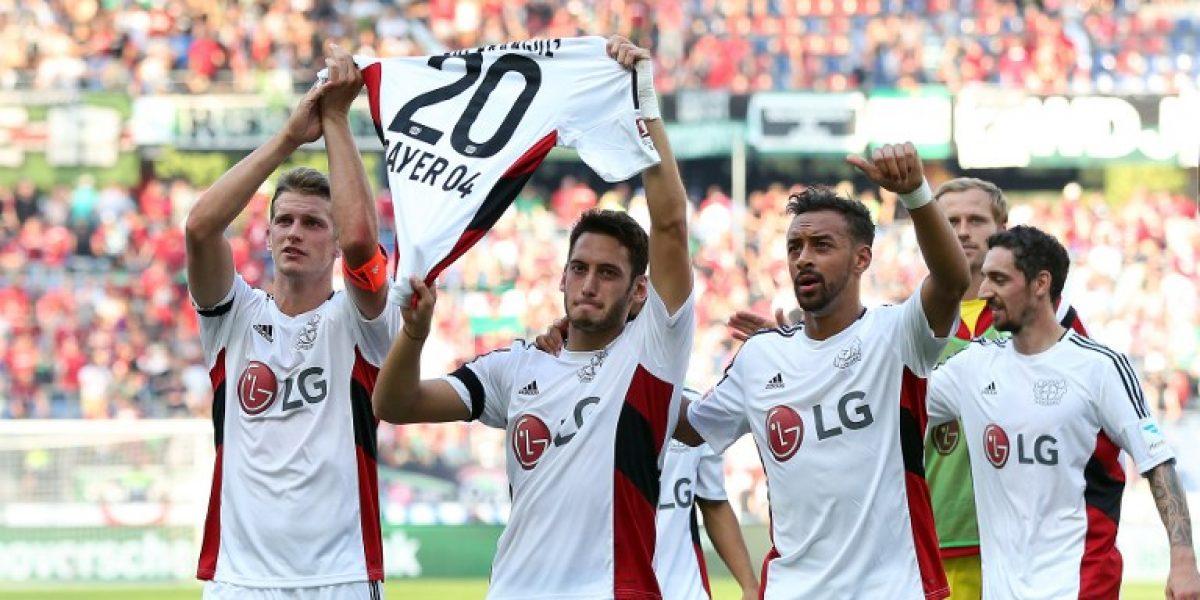 El solidario gesto que los jugadores del Bayer le dedicaron a Charles Aránguiz