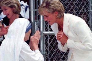 Sin embargo, esa mirada fue para la madre Teresa de Calcuta en junio de 1997, por la que sentía un gran amor. Foto:AP. Imagen Por: