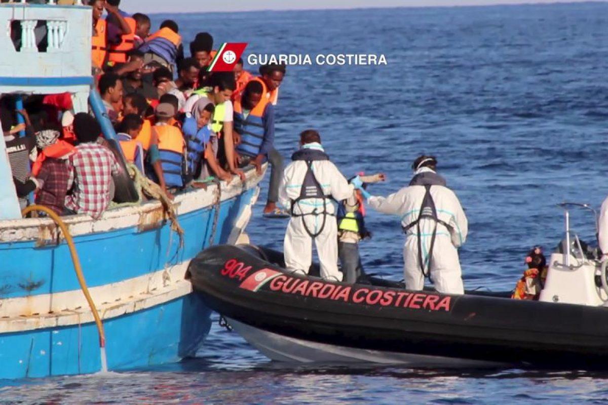 """Más de mil personas han perdido la vida en los últimos quince años por ese estrecho que divide a Cuba y a Estados Unidos. """"BBC"""" reseñó que la Guardia costera estadounidense estimó en dos mil 059 la cantidad de cubanos en embarcaciones el pasado año. Foto:AFP. Imagen Por:"""