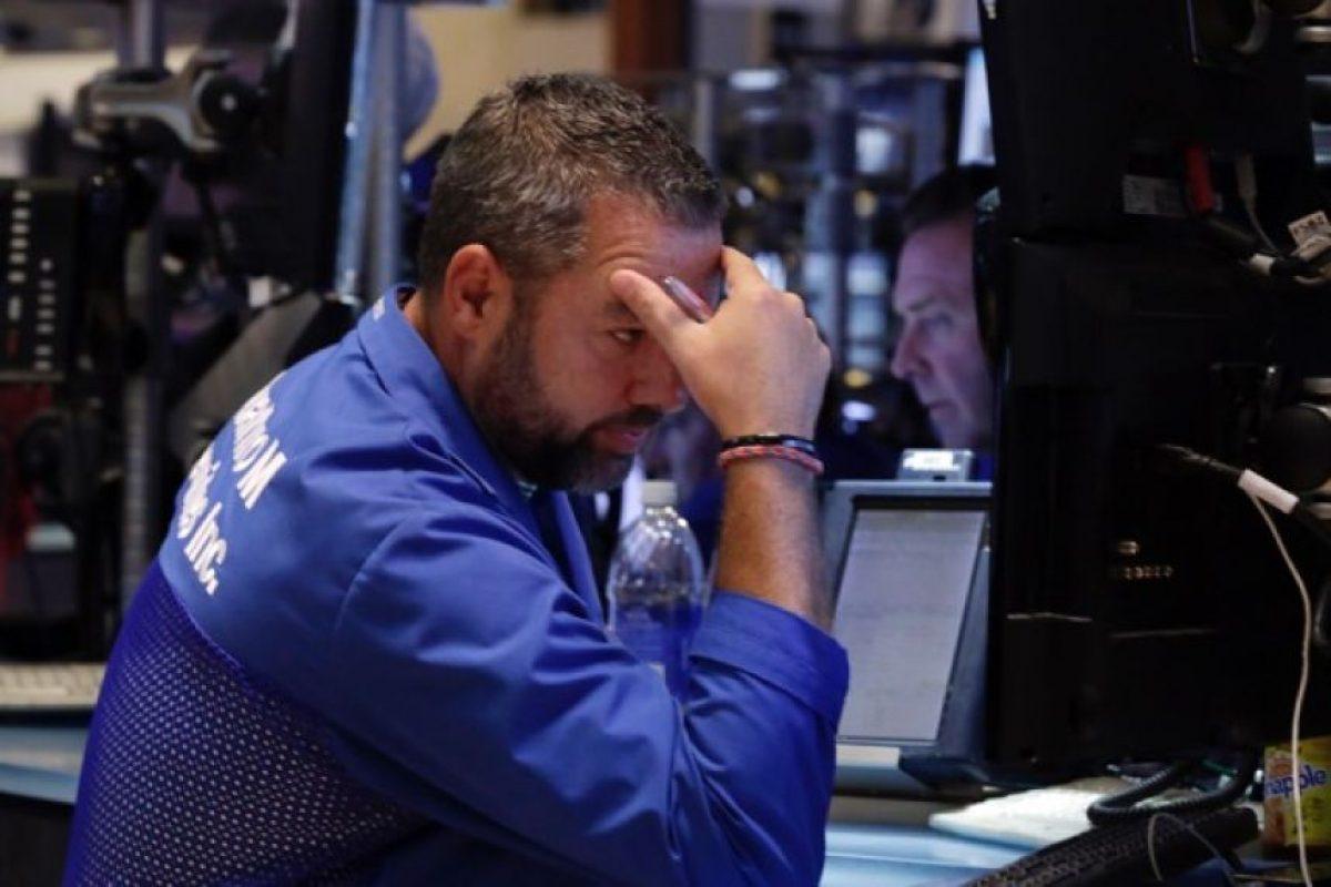 """""""Este es un resultado desastroso para China, que ha trabajado muy duro para animar de nuevo su mercado de acciones tras la caída del 2007 y haber gastado miles de millones de dólares en impulsarlo desde junio"""", dijo en un informe Angus Nicholson, de IG Markets. Foto:AP. Imagen Por:"""