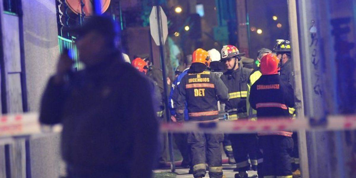 Chofer de taxi está con riesgo vital: su auto explotó mientras cargaba gas