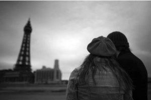 Por su parte, las mujeres son más románticas y su enamoramiento se da por tres etapas Foto:Getty Images. Imagen Por: