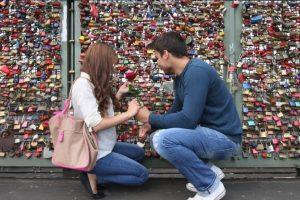 Fisher resaltó que los resultados mostraron que los hombres no sólo son más propensos al amor, pues también caen enamorados más rápido que las mujeres. Foto:Getty Images. Imagen Por: