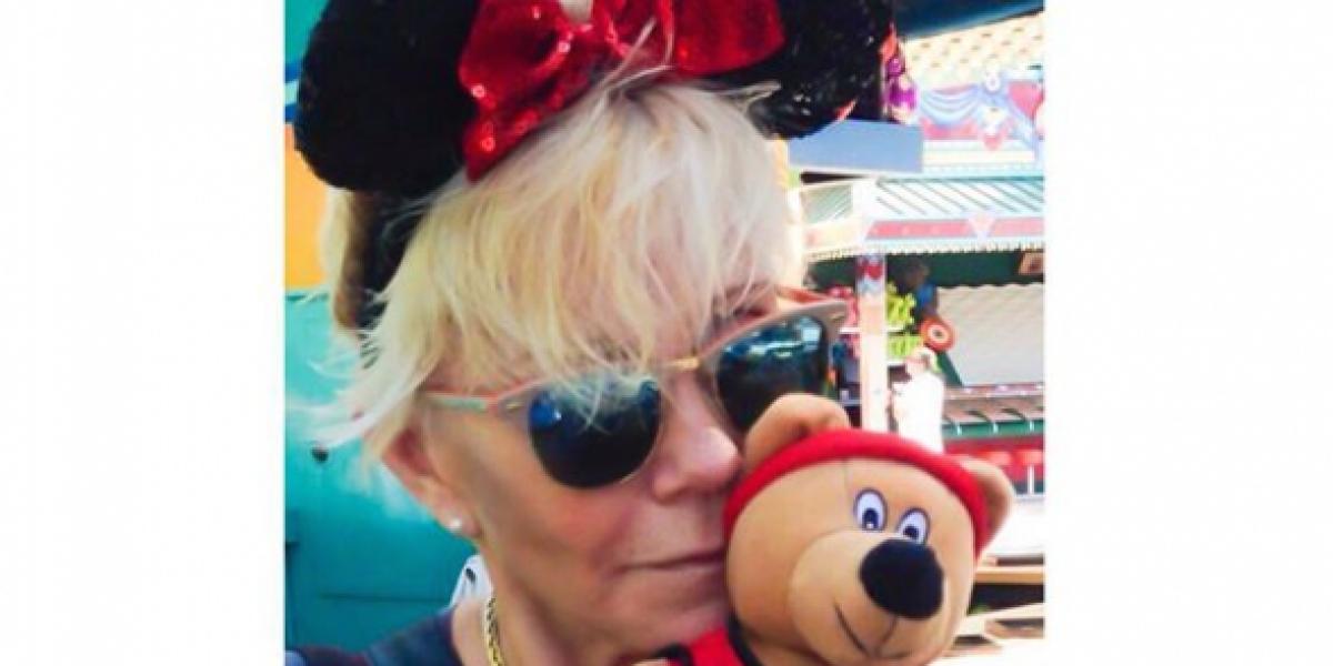 Argandoña olvida polémica con Tonka abrazando a figuras de Disney