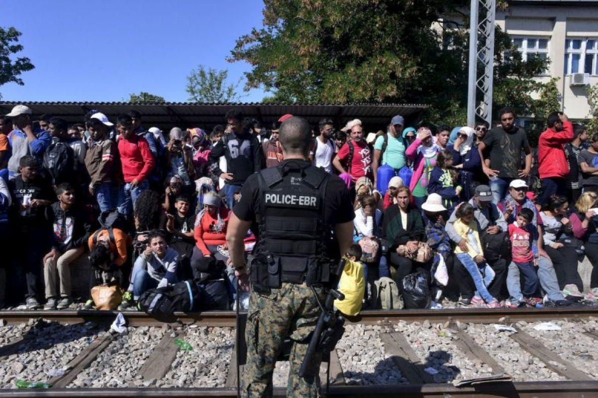El periódico español El País informó que los propios inmigrantes pidieron ayuda. Foto:Getty Images. Imagen Por: