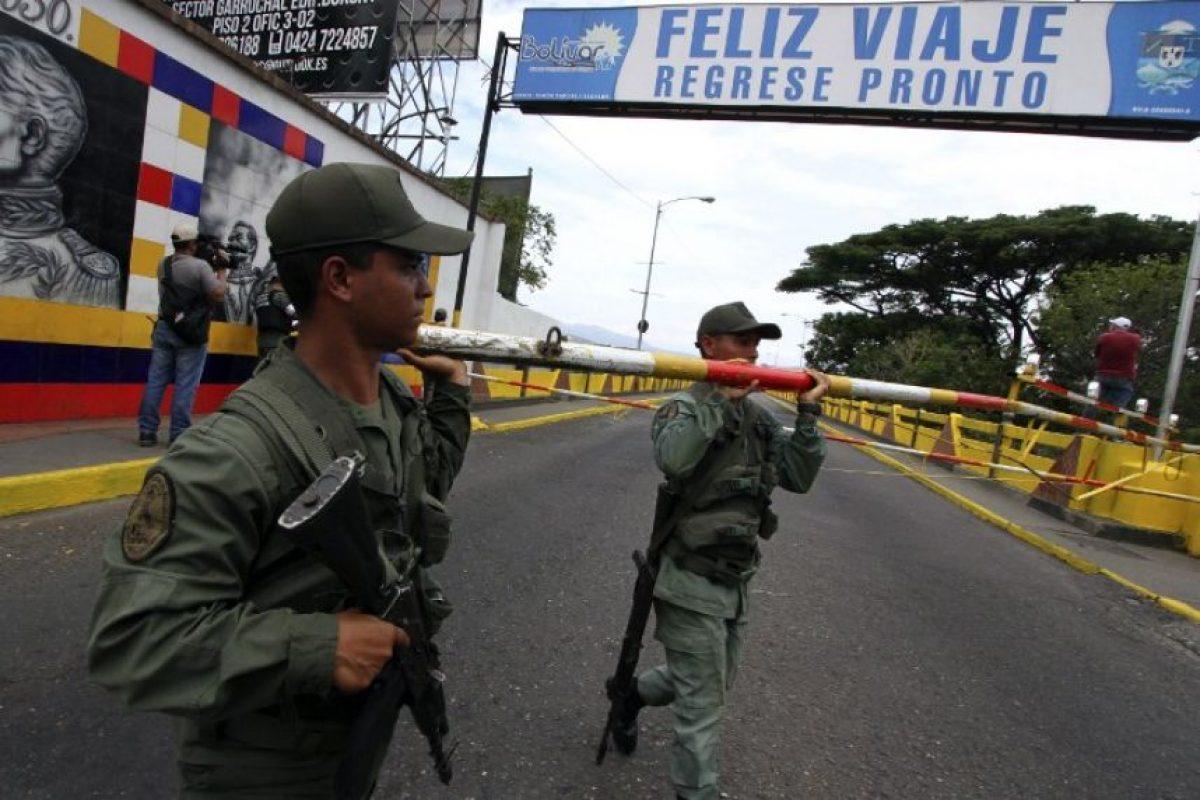 Informó el gobernador oficialista de Táchira, José Vielva Mora, refiriéndose a los supuestos grupos paramilitares que operan en el país. Foto:AFP. Imagen Por: