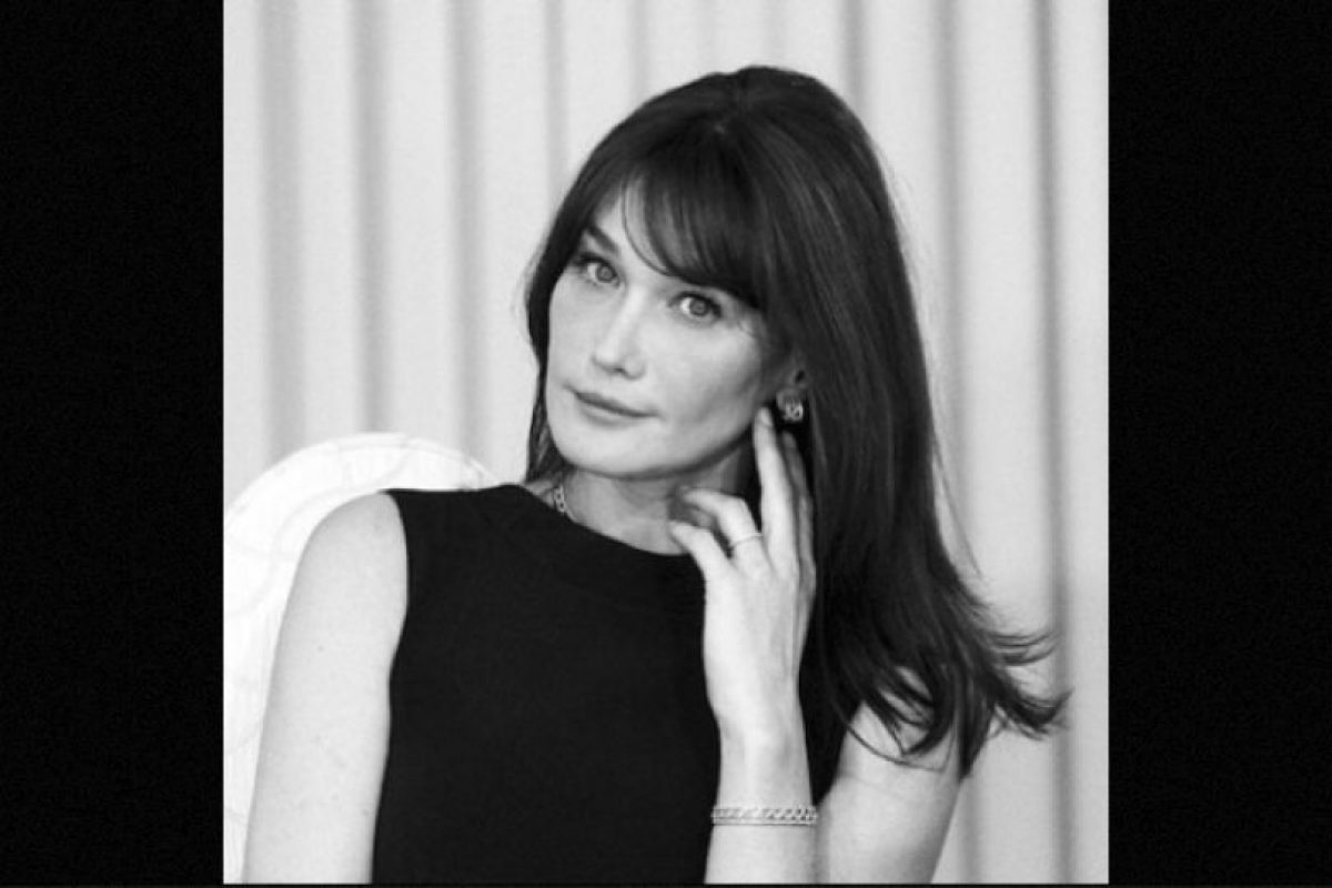 A sus 47 años es madre de dos niñas, una de ellas producto de su matrimonio con el mandatario francés Foto: Instagram.com/carlasarkozy/. Imagen Por:
