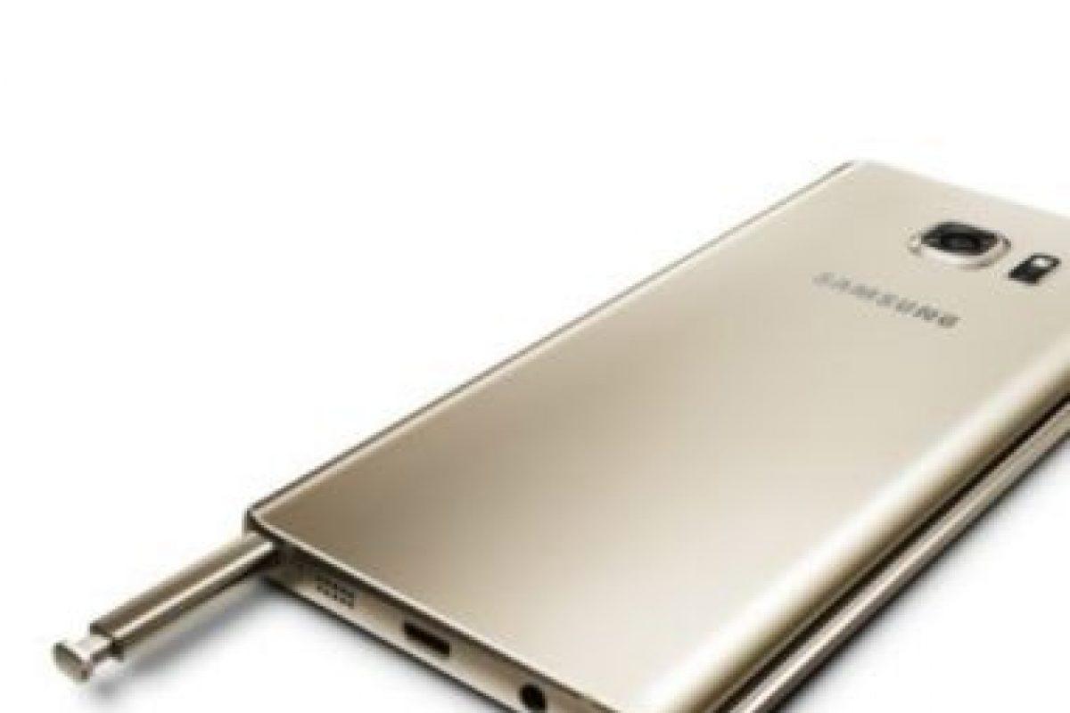 La cámara posterior cuenta con las características Smart OIS/VDIS y Auto real-time HDR. Foto:Samsung. Imagen Por: