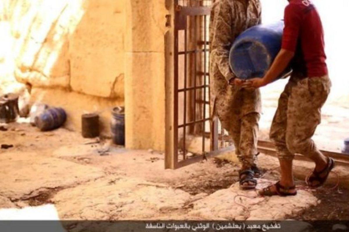 Pusieron barriles cargados de explosivos Foto:Estado Islámico. Imagen Por: