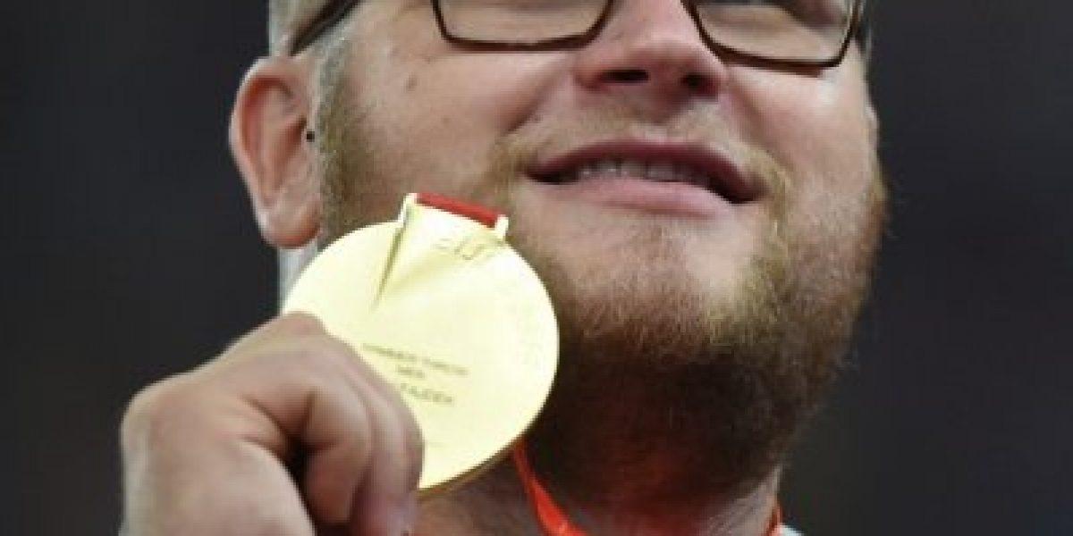 Insólito: Gana oro en Beijing, se emborracha para celebrar y paga un taxi con la medalla