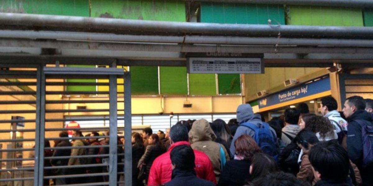 Reclaman por baja frecuencia de metro en Línea 4 y Línea 5