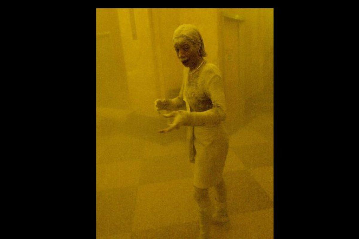 """La imagen de """"la dama de polvo"""" fue capturada por el fotografo Stan Honda Foto:AFP. Imagen Por:"""