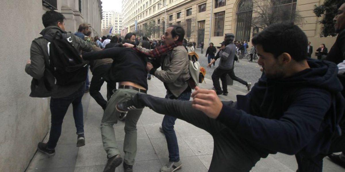 Violentos incidentes en La Moneda entre partidarios y detractores de marcha de camioneros