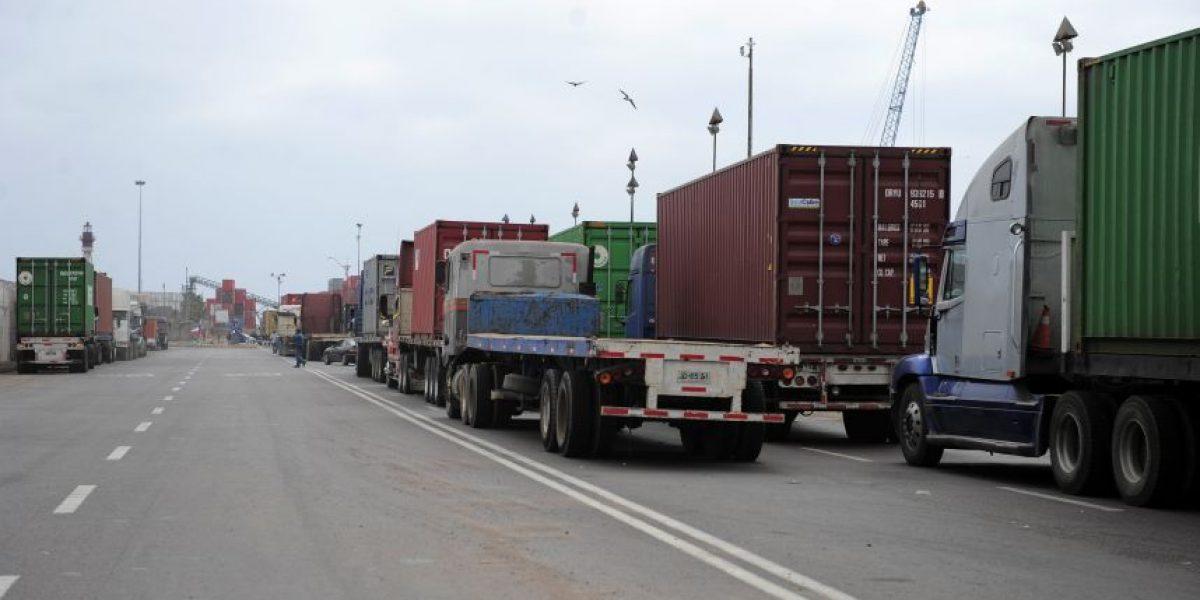 Iquique: camioneros bloquean acceso al puerto