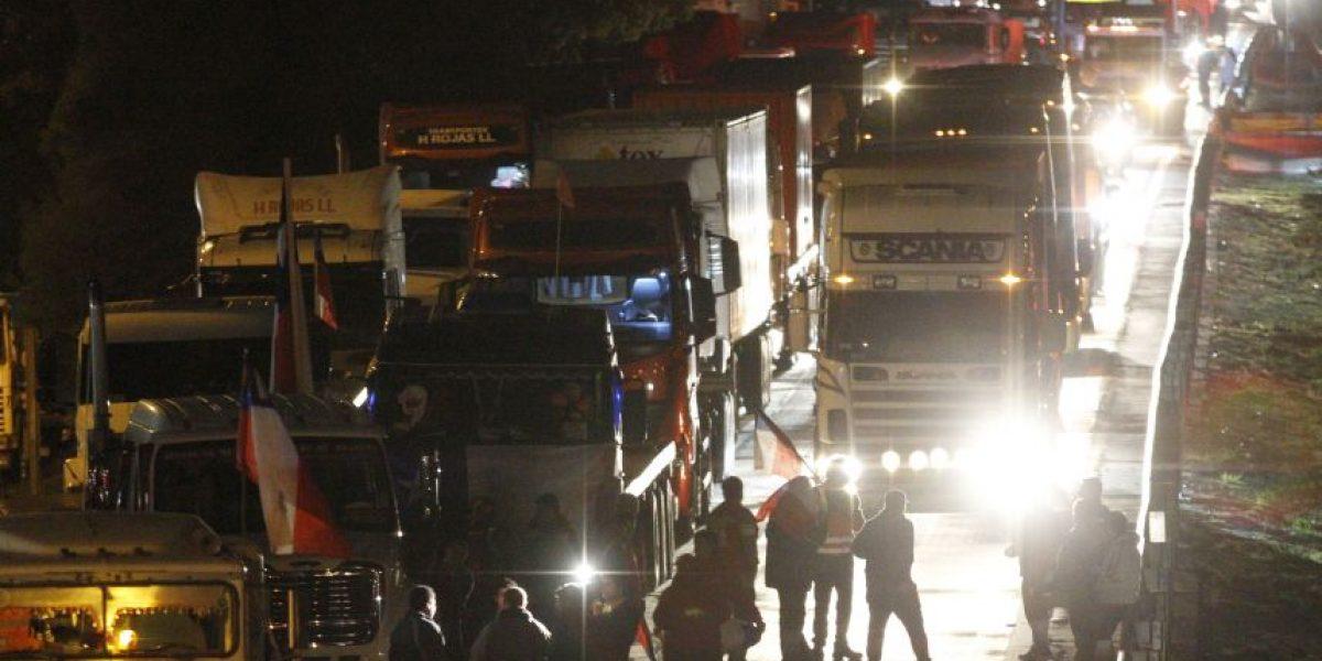 Camioneros se instalan en la Ruta 68 en la previa del