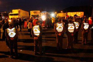 Carabineros recibió la orden de no dejar ingresar a Santiago a camiones Foto:Agencia Uno. Imagen Por: