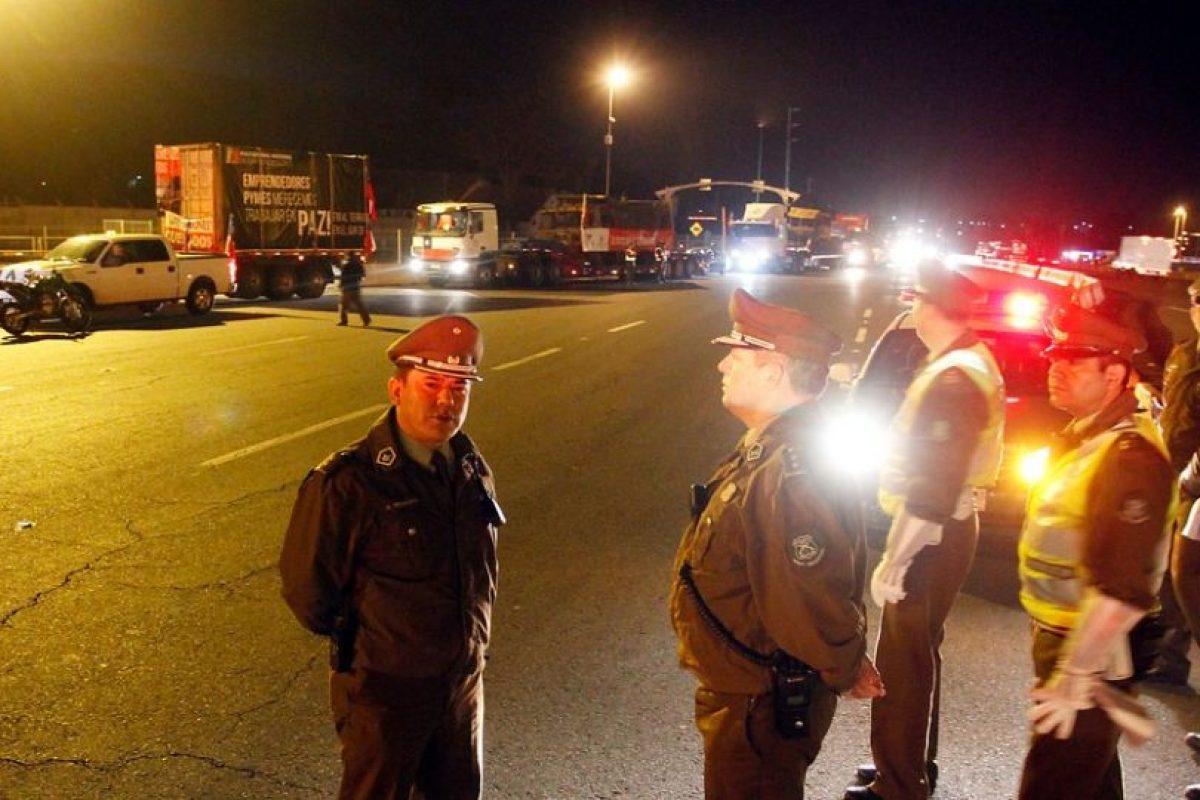 Carabineros tiene la orden de prohibir el tránsito de camiones en algunos sectores de la Ruta 5 Sur y Ruta 68 Foto:Agencia Uno. Imagen Por: