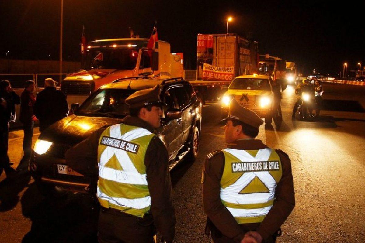 En algunas carreteras se dejó pasar a los vehículos menores Foto:Agencia Uno. Imagen Por: