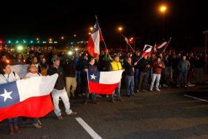 Una decena de personas apoyando a los camioneros Foto:Agencia Uno. Imagen Por: