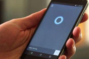 Puede interactuar con aplicaciones de terceros para abirlas o enviar algún mensaje. Foto:Microsoft. Imagen Por: