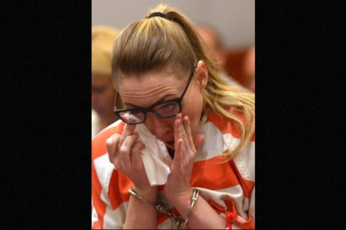 Ella se declaró culpable de todos los cargos y le escribió una carta al juez, en la que pedía no ir a la cárcel. Podría salir libre en 2017. Foto:AP. Imagen Por: