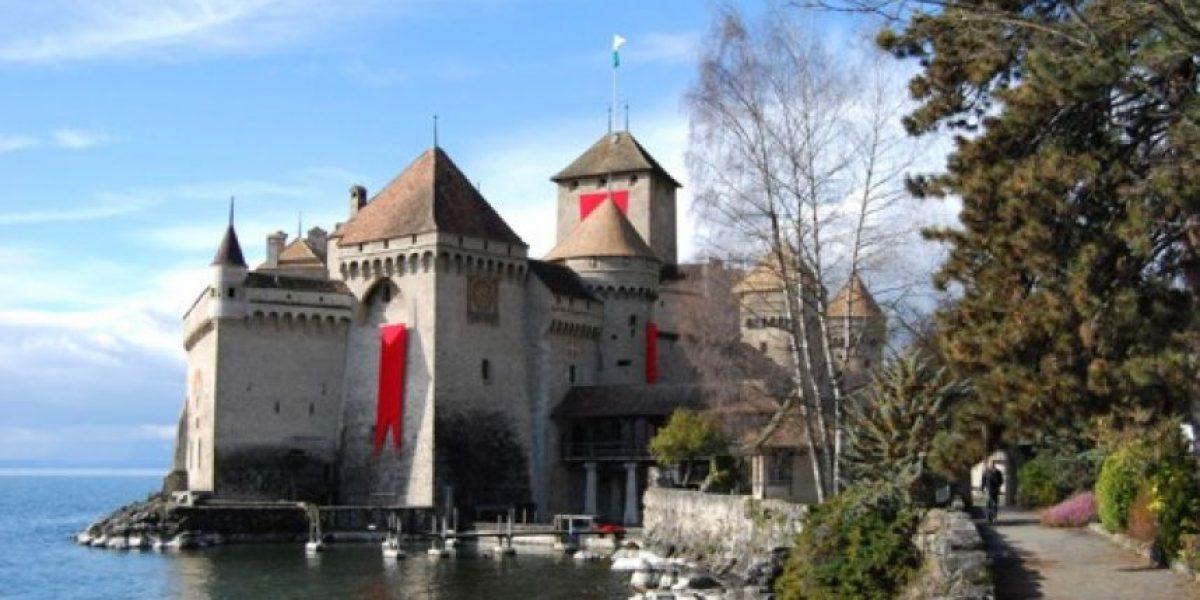 Se vende un castillo del siglo XVIII con vistas al lago Lemán