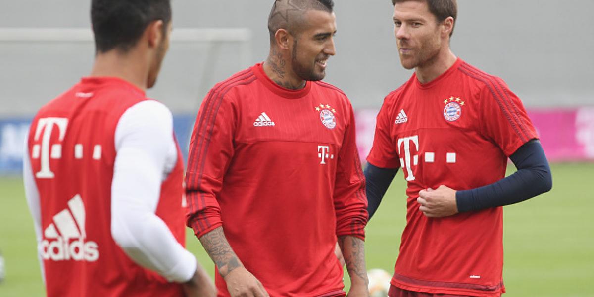 ¿Hará lo mismo Arturo Vidal? Thiago y Xabi Alonso toman intensivas clases de alemán