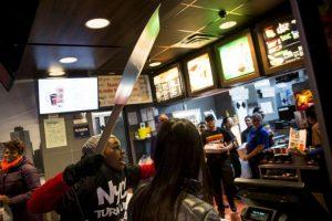 """A pesar de la negativa del rey del """"Big Mac"""", este no se negó a trabajar en otros proyectos con el dueño del 'Whopper'. Foto:Getty Images. Imagen Por:"""